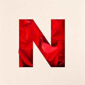 Projekt czcionki, abstrakcyjna czcionka alfabetu z płatkami róż, realistyczna typografia kwiatów - n.