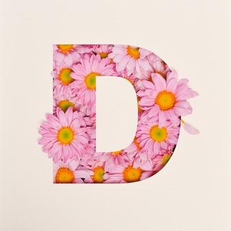 Projekt czcionki, abstrakcyjna czcionka alfabetu z różowym kwiatkiem, realistyczna typografia kwiatowa - d