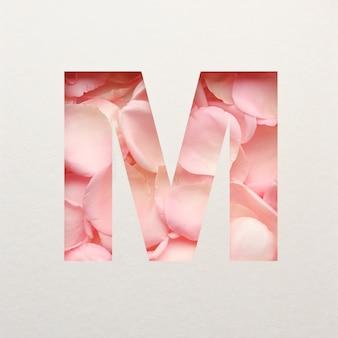 Projekt czcionki, abstrakcyjna czcionka alfabetu z różowymi płatkami róż, realistyczna typografia kwiatów - m