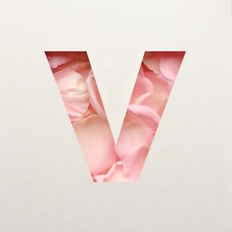 Projekt czcionki, abstrakcyjna czcionka alfabetu z różowymi płatkami róż, realistyczna typografia kwiatów - v