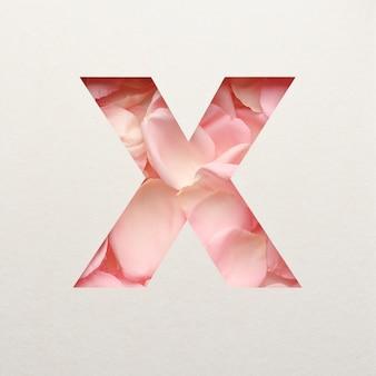 Projekt czcionki, abstrakcyjna czcionka alfabetu z różowymi płatkami róż, realistyczna typografia kwiatów - x