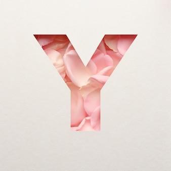 Projekt czcionki, abstrakcyjna czcionka alfabetu z różowymi płatkami róż, realistyczna typografia kwiatów - y