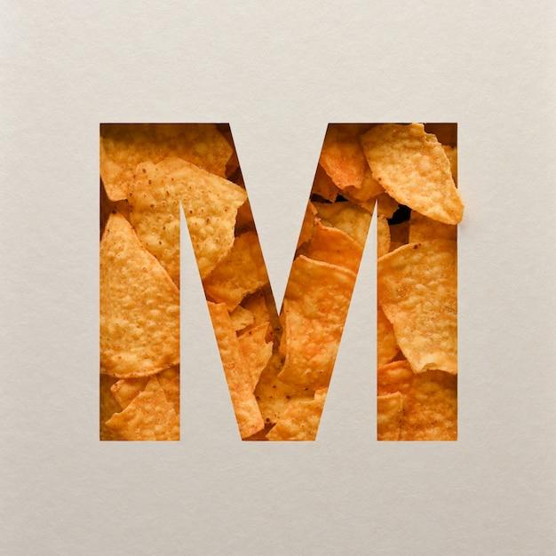 Projekt czcionki, abstrakcyjna czcionka alfabetu z trójkątnymi chipsami kukurydzianymi, realistyczna typografia liści - m