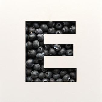 Projekt czcionki, czcionka abstrakcyjna alfabetu z jagodami, realistyczna typografia owoców - e.