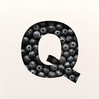 Projekt czcionki, czcionka abstrakcyjna alfabetu z jagodami, realistyczna typografia owoców - q
