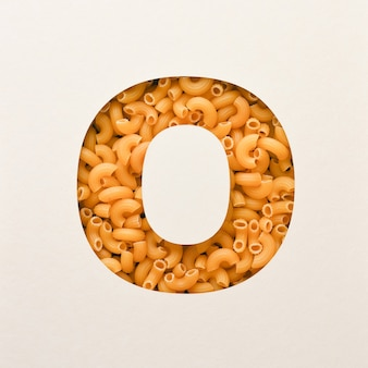 Projekt czcionki, czcionka abstrakcyjna alfabetu z makaronem łokciowym, realistyczna typografia żywności - o