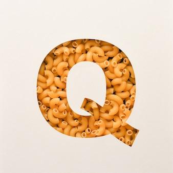 Projekt czcionki, czcionka abstrakcyjna alfabetu z makaronem łokciowym, realistyczna typografia żywności - q