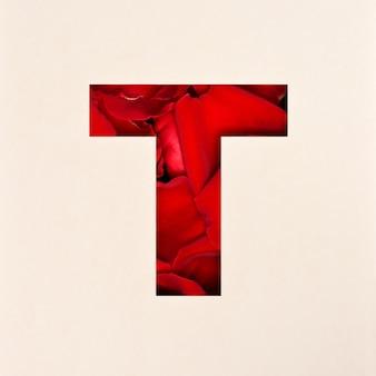 Projekt czcionki, czcionka abstrakcyjna alfabetu z płatkami róż, realistyczna typografia kwiatów - t
