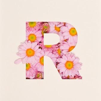 Projekt czcionki, czcionka abstrakcyjna alfabetu z różowym kwiatkiem, realistyczna typografia kwiatowa - r.