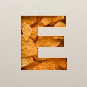 Projekt czcionki, czcionka abstrakcyjna alfabetu z trójkątnymi chipsami kukurydzianymi, realistyczna typografia liści - e.