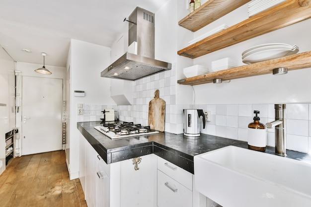 Projekt małej kuchni w nowoczesnym mieszkaniu
