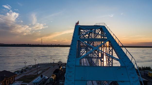 Projekt przęsła muzeum mostowego zabytkowego mostu kolejowego przez rzekę amur