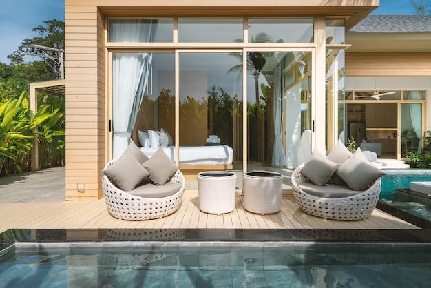 Projekt wewnętrzny i zewnętrzny luksusowej willi z basenem, domu, domu z basenem, z sypialnią