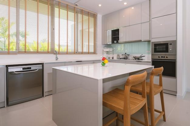 Projekt wnętrz domu w willi, mieszkanie i mieszkanie, wyposażone w blat kuchenny