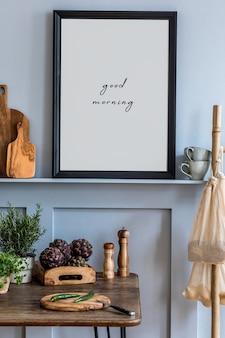 Projekt wnętrz przestrzeni kuchennej z makietą ramki na zdjęcia, drewnianym stołem, ziołami, warzywami, owocami, jedzeniem i akcesoriami kuchennymi w nowoczesnym wystroju domu.