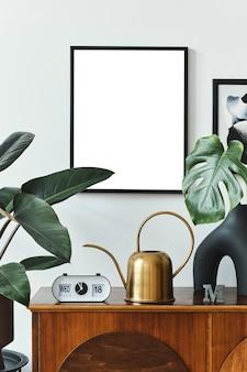 Projekt wnętrz skandynawskiego salonu ze stylowymi drewnianymi ramami komody tropikalny liść w wazonie dekoracja roślin wodnych i akcesoria w stylu retro home decor