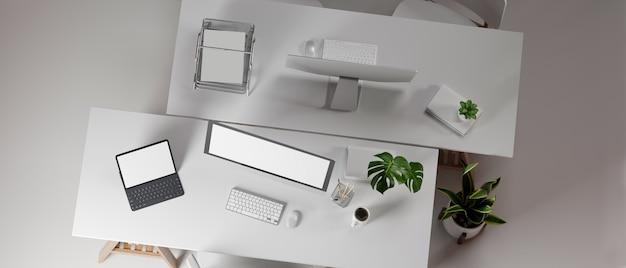 Projekt wnętrza biura z dwoma biurkami naprzeciwko siebie z urządzeniami komputerowymi i artykułami biurowymi