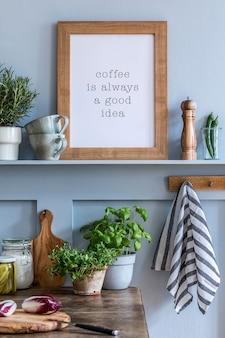 Projekt wnętrza kuchni z ramką na zdjęcia, drewnianym stołem, ziołami, warzywami, owocami, jedzeniem i akcesoriami kuchennymi w nowoczesnym wystroju domu.