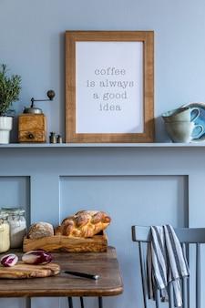 Projekt wnętrza przestrzeni kuchennej z ramką na zdjęcia, drewnianym stołem, ziołami, warzywami, owocami, jedzeniem i akcesoriami kuchennymi w nowoczesnym wystroju domu.