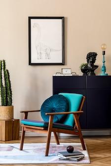 Projekt wnętrza retro nowoczesnego salonu ze stylową granatową komodą, kaktusami, rośliną, designerskim fotelem, poduszką, dekoracją i eleganckimi dodatkami osobistymi. stylowy wystrój domu.