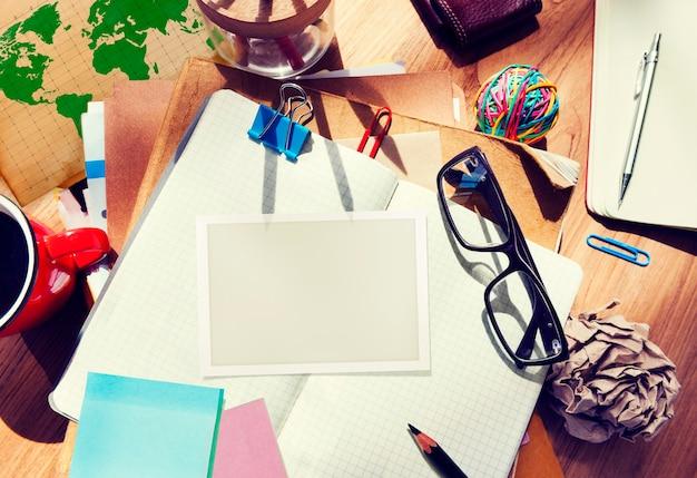 Projektant biurko narzędzia architektoniczne notebook koncepcja miejsca pracy