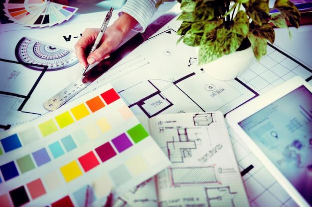 Projektant pracujący nad nowym projektem