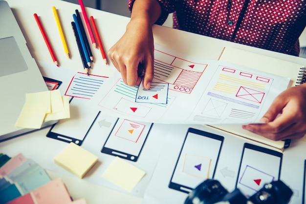 Projektant stron internetowych kreatywne planowanie tworzenia aplikacji kreacja graficzna