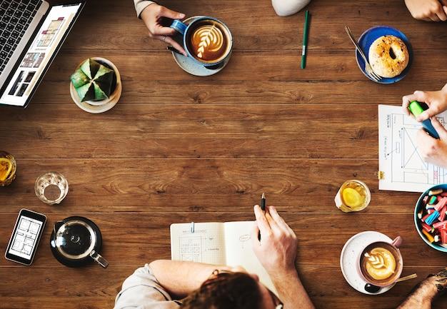 Projektowanie stron internetowych team working planning website concept