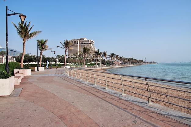 Promenada nad morzem czerwonym jeddah arabia saudyjska