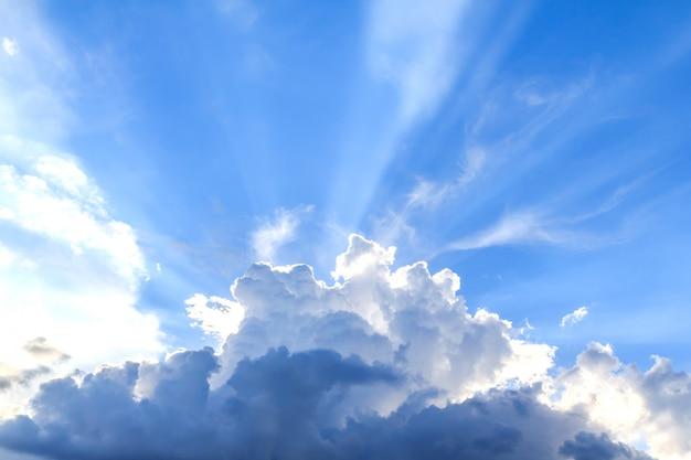 Promień światła i chmur