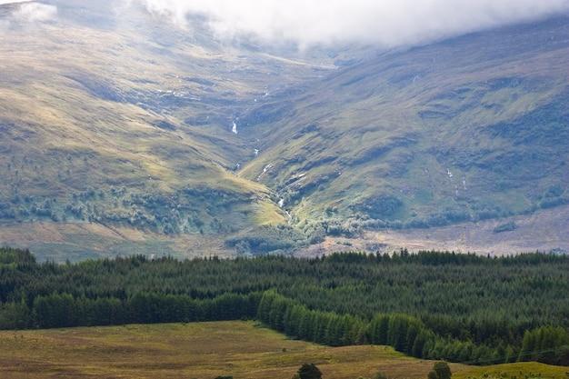 Promień światła na szkockiej panoramie, sutherland