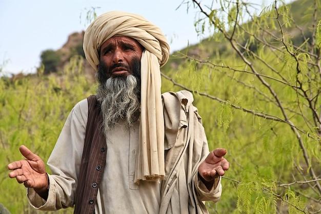 Prorok religijny człowiek modli wyjaśniający turban