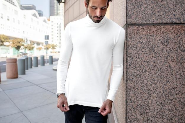 Prosta biała koszula z golfem w stylu ulicznym moda męska