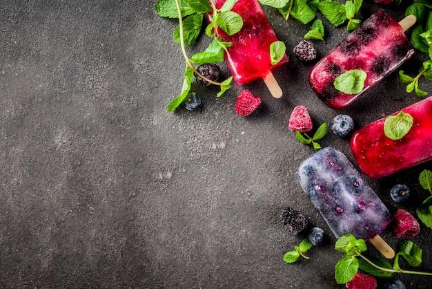Proste popsicles lodów jagodowych