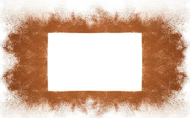 Prostokątna rama wykonana z kakao w proszku na białym tle z miejsca kopiowania