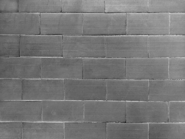 Prostokątna ściana z szarej cegły