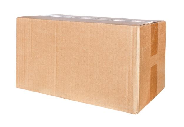 Prostokątne pudełko kartonowe na białym tle na białej powierzchni