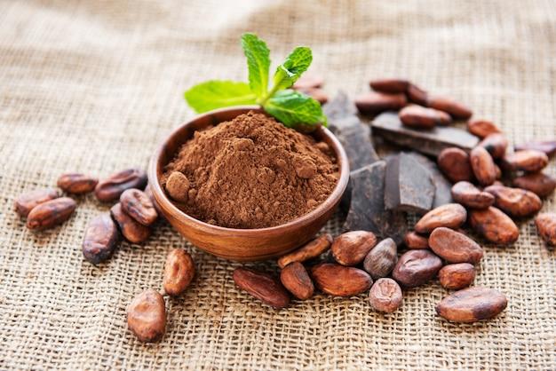 Proszek kakaowy, czekolada i fasola