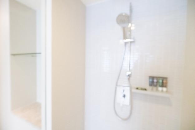 Prysznic ścianie wisi niewyraźne