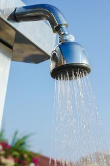 Prysznic w basenie