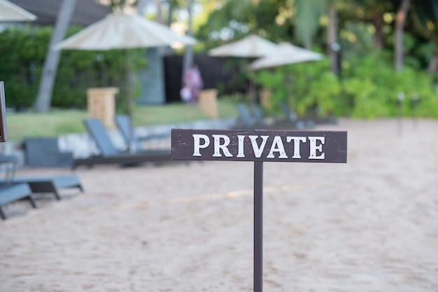 Prywatna etykieta z rozmytym tłem, czas wakacji