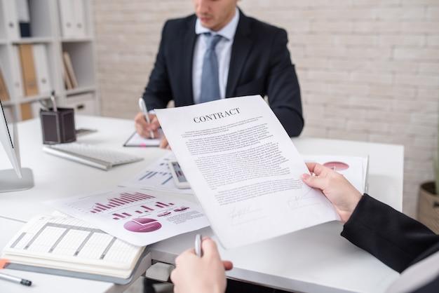 Przedsiębiorca czytanie umowy