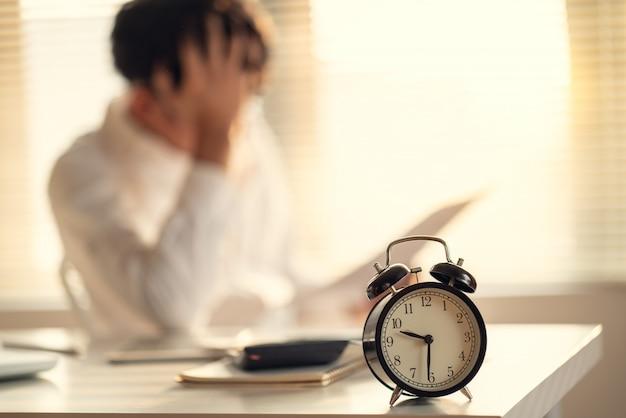 Przedsiębiorca stresuje się i martwi o późne zakończenie projektu budowlanego
