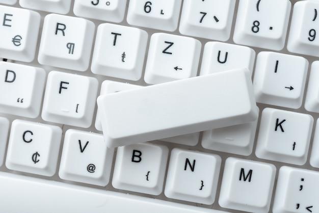 Przeglądanie internetu surfowanie po internecie, pisanie słów, nowoczesne urządzenie do pisania, tworzenie treści internetowych, projekty skomputeryzowanych przestrzeni roboczych, naprawy prac elektronicznych