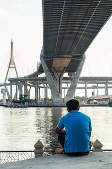 Przejście przez most z liny stalowej jest mocne.