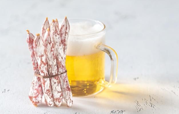 Przekąska kiełbaski fuet z piwem