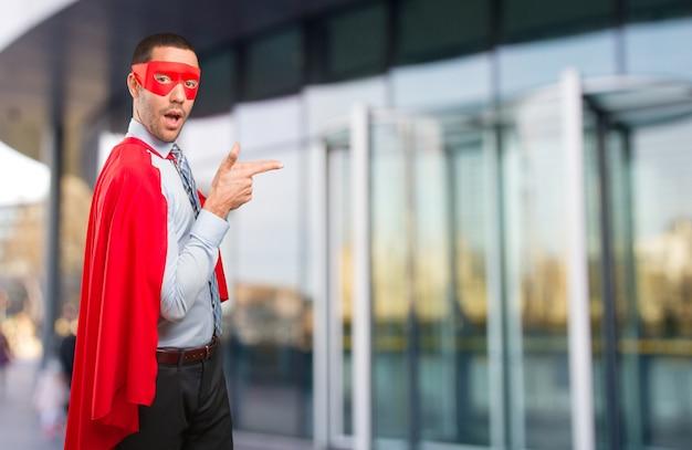 Przekonany super biznesmen wskazuj? c