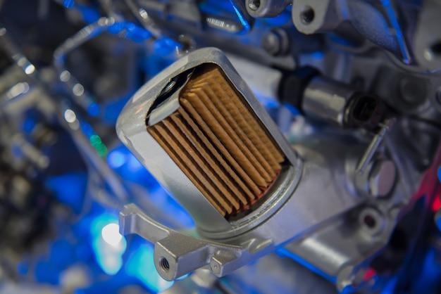 Przekrój filtra oleju silnikowego w przemyśle samochodowym.