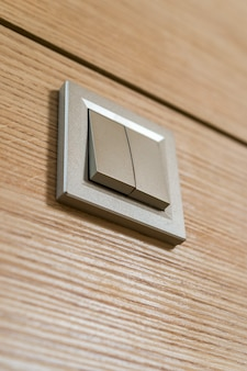 Przełącz kolor kawy na drewnianą ścianę