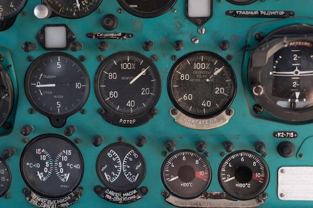 Przełącz przełączniki stary radziecki helikopter mi2 wiele tekstów na język rosyjski, który tłumaczy lekkie niebezpieczeństwo beacon suspension cargo dump tactical emergency